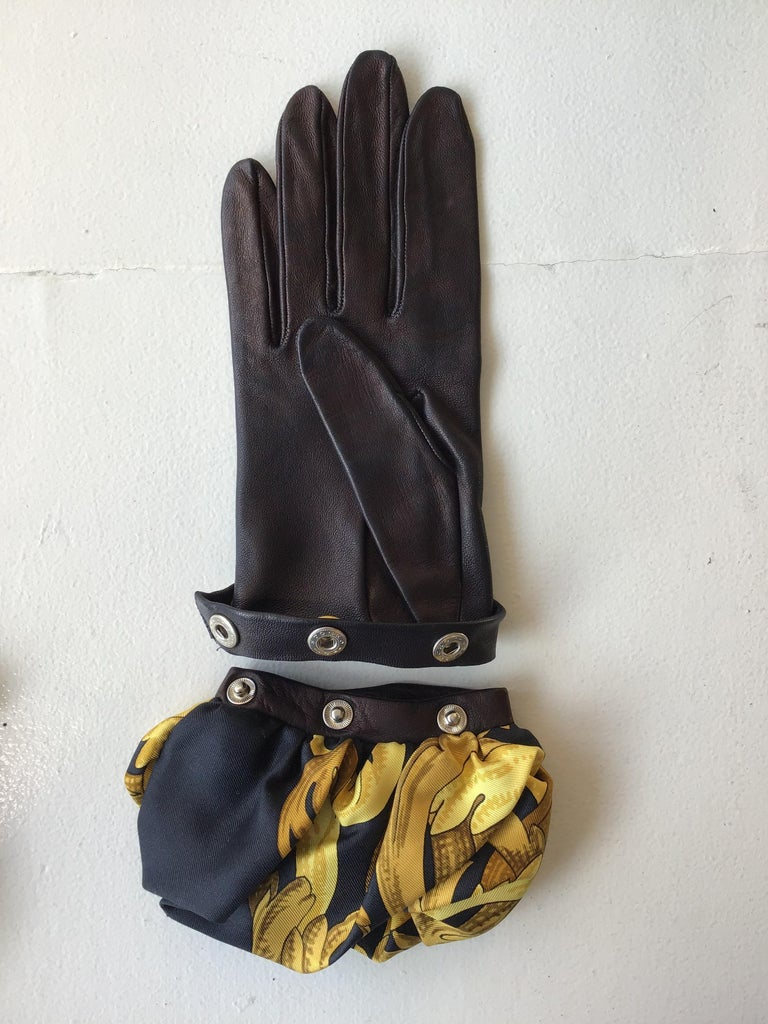 Hermes Black Leather Gloves with Optional Silk Cuffs In Good Condition For Sale In San Francisco, CA