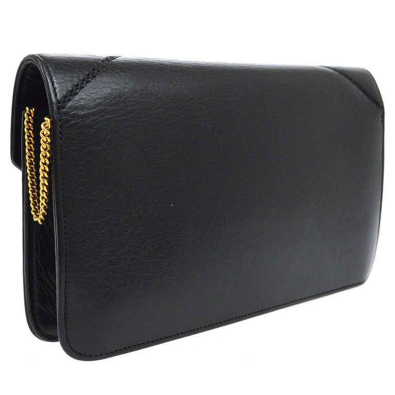 Hermes Black Leather 'H' Gold Logo Charm Chain Evening Envelope Clutch Bag In Good Condition For Sale In Chicago, IL