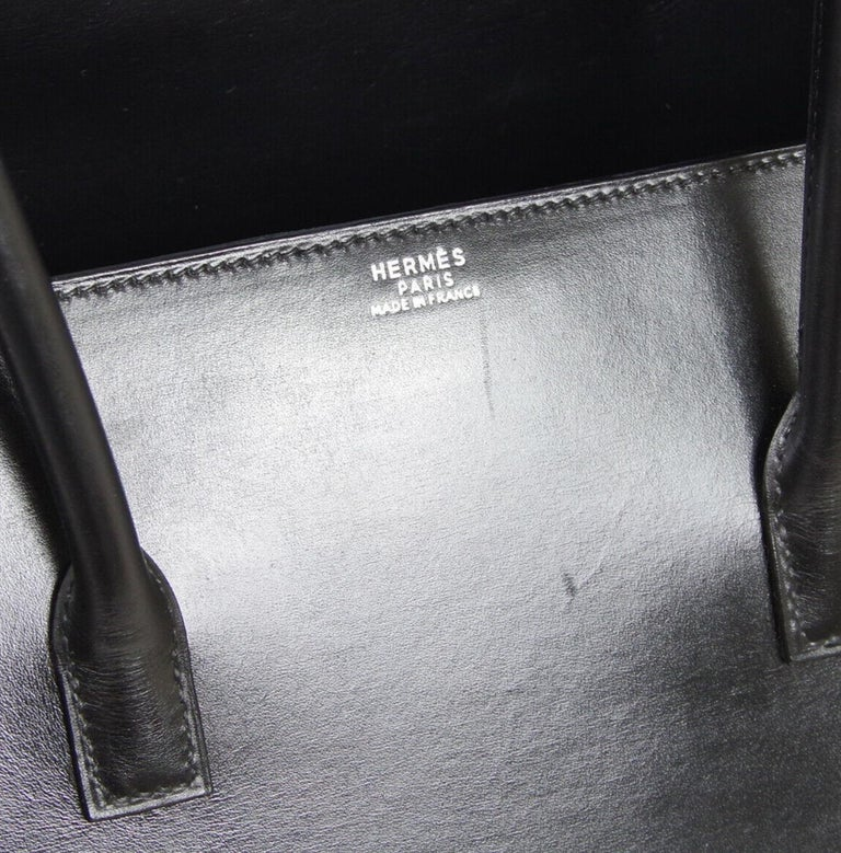 Leather Palladium tone hardware Leather lining Date code present Made in France Handle drop 5.5