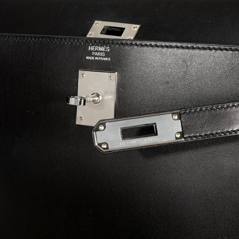 Hermès Black Swift Leather Retourne Kelly 28 with Palladium Hardware For Sale 3