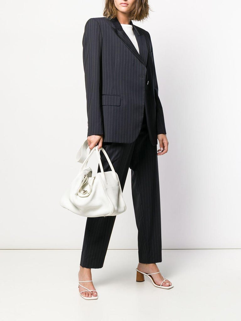 This stylish Lindy bag from Hermès is a true testament to the quality of the house's craftsmanship. Exuding timeless style and elegance, with Blanc White Clemence leather and beautiful palladium hardware, this piece is an everyday wardrobe staple.