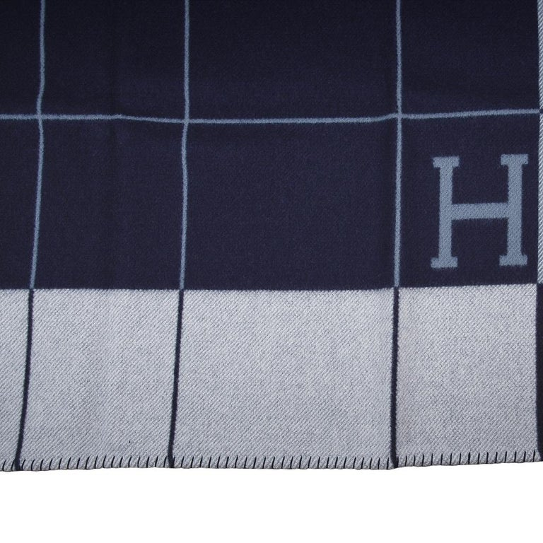 Hermes Blanket Avalon I Signature H Blue Throw New w/Box In New Condition For Sale In Miami, FL