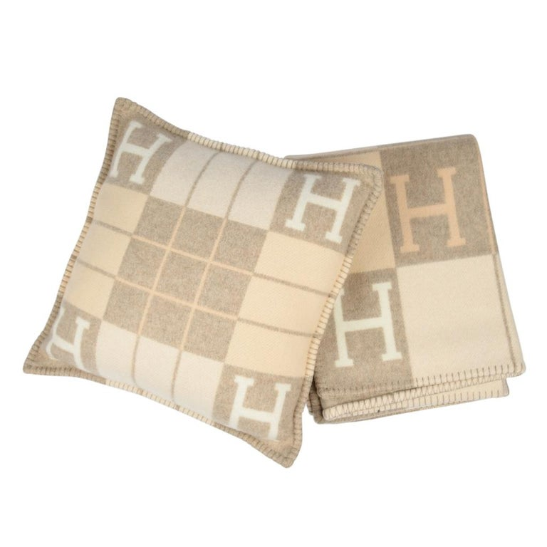 Hermes Blanket Avalon I Signature H Coco and Camomille Throw Blanket In New Condition For Sale In Miami, FL