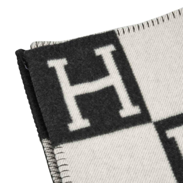 Mightychic offers a guaranteed authentic Hermes classic Avalon I signature H blanket Ecru and Gris Fonce. Created from 90% Merino Wool and 10% cashmere and has whip stitch edges. New or Pristine Store Fresh Condition.  final sale **This listing is