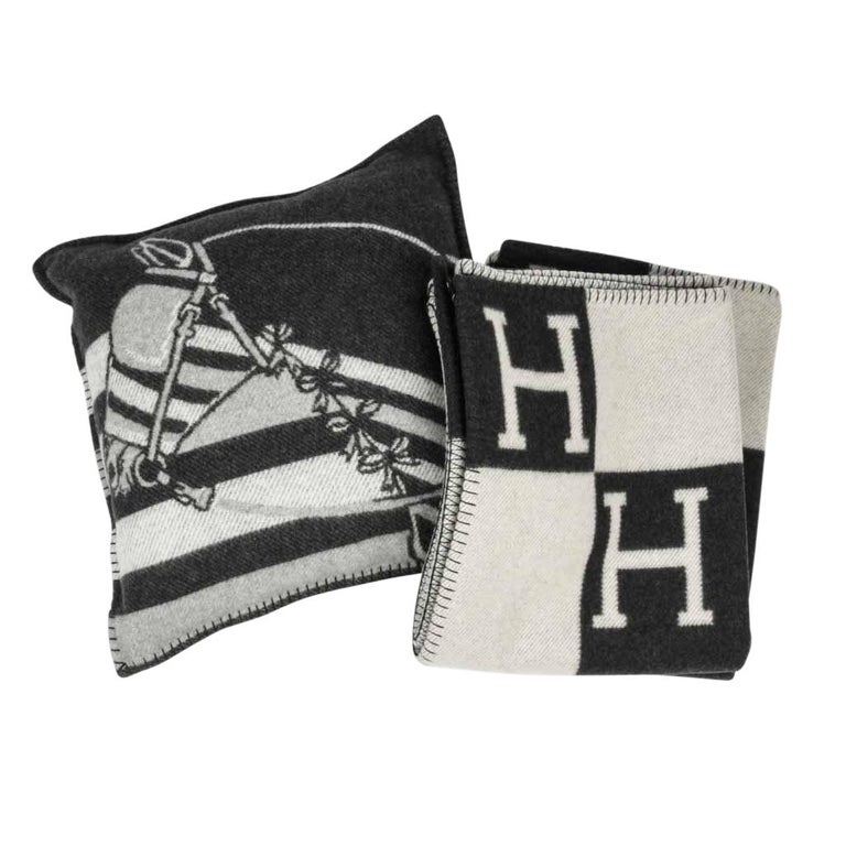 Women's or Men's Hermes Blanket Avalon I Signature H Ecru and Gris Fonce Throw Blanket