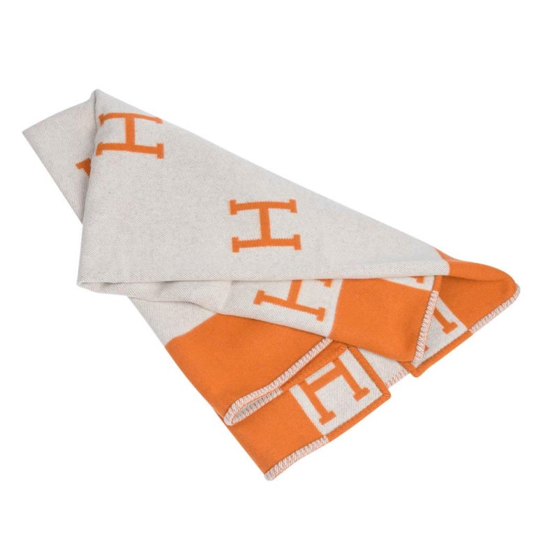 Guaranteed authentic Hermes classic Avalon I signature H blanket in Orange. Created from 90% Merino Wool and 10% cashmere and has whip stitch edges. Comes with Hermes box. New or Pristine Store Fresh Condition.  Please see the matching throw pillows