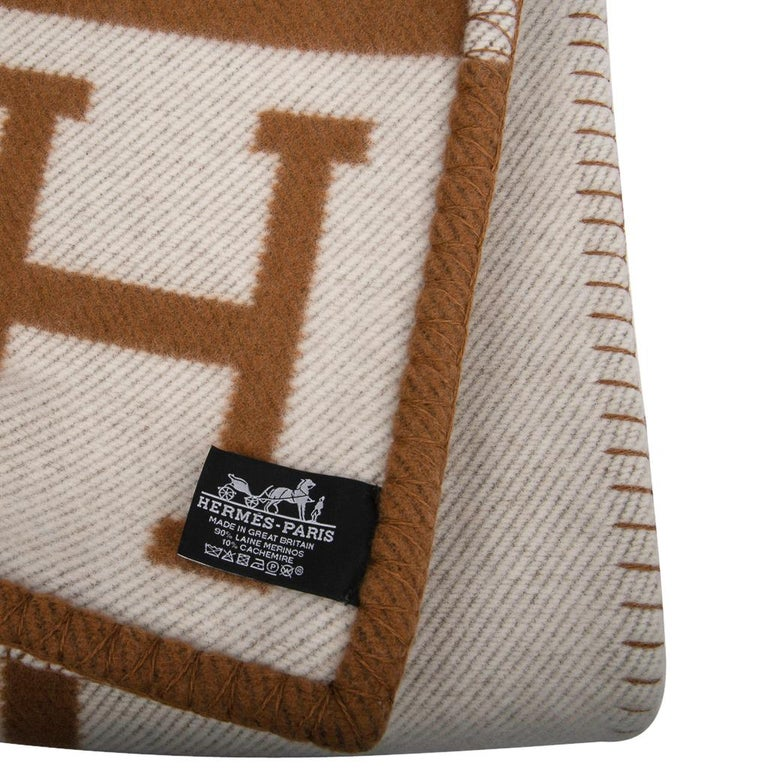 Hermes Blanket Avalon III Signature H Camel and Ecru Throw For Sale 2