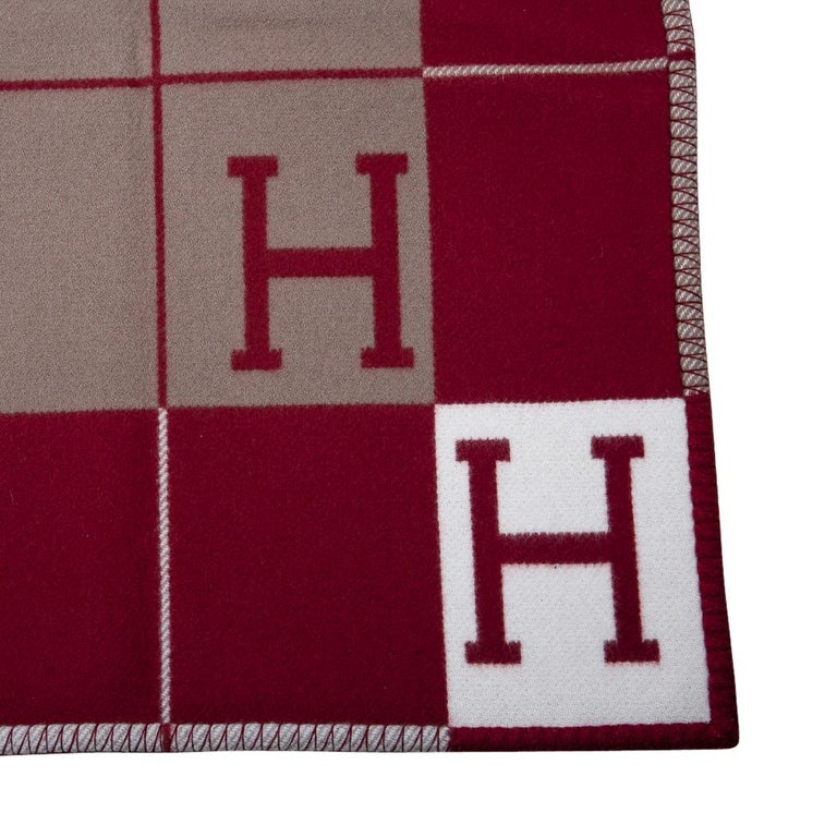 Guaranteed authentic Hermes Avalon blanket featured in Rouge H. Created from 90% Merino Wool and 10% cashmere and has whip stitch edges. New or Pristine Store Fresh Condition.  **Please see the matching throw pillow / cushion listed separately.**