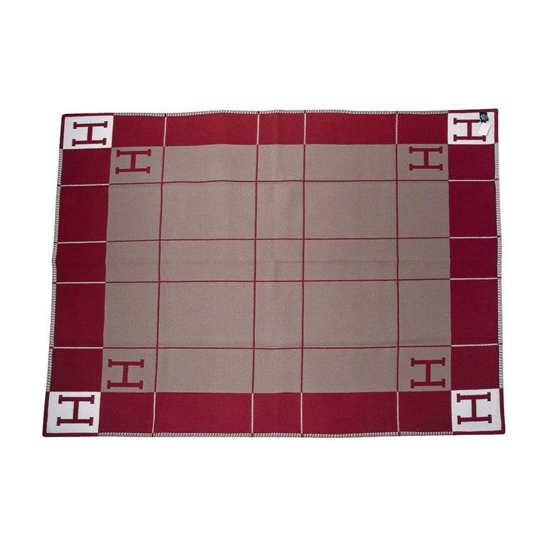 Hermes Blanket Avalon III Signature H Ecru and Rouge H Throw Blanket  3