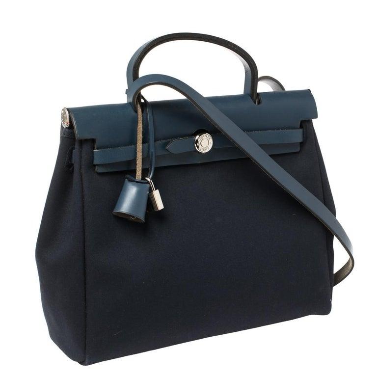 Hermes Blue Marine/Saphir Canvas and Leather Herbag Zip 31 Bag In Good Condition In Dubai, Al Qouz 2