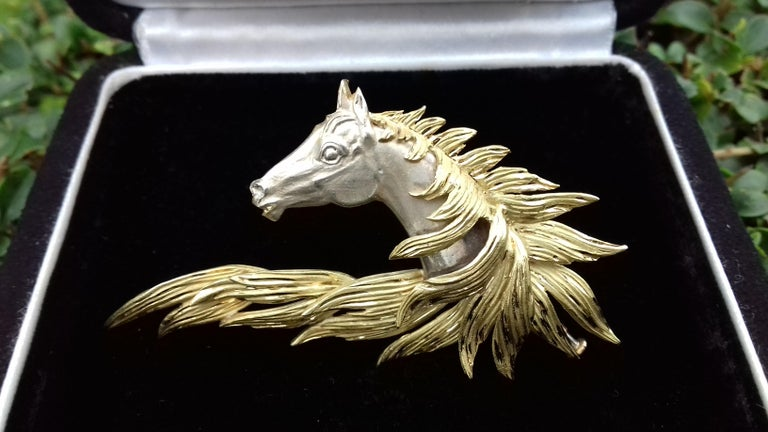 Hermès Brooch In Grey and Yellow Gold Horse Head Numbered Extremely Rare For Sale 10