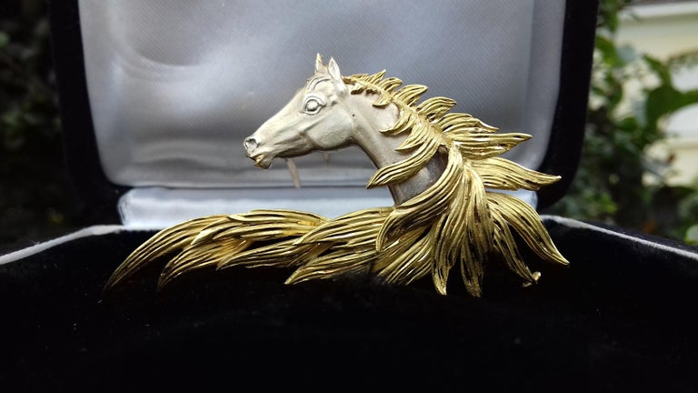 Hermès Brooch In Grey and Yellow Gold Horse Head Numbered Extremely Rare In Excellent Condition For Sale In ., FR