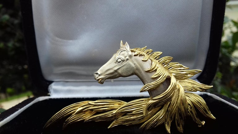 Women's Hermès Brooch In Grey and Yellow Gold Horse Head Numbered Extremely Rare For Sale