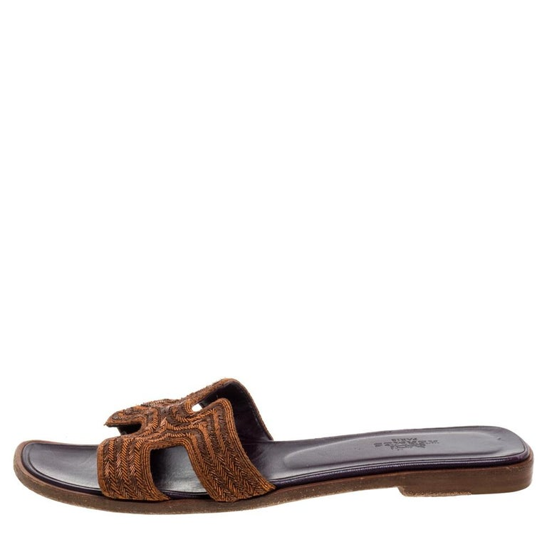 Put your best foot forward this season in these pretty Hermes flats. These brown Oran flats have been crafted from fabric in Italy and they feature the iconic H on the vamps as well as insoles meant to provide comfort at every step. These sandals