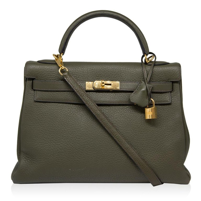 This elegant 32cm Canopee Hermès Kelly bag is a true testament to the quality of the house's craftsmanship, exuding timeless style and elegance, perfect for any occasion. Rendered in a smooth and lightweight Togo leather, popular for its scratch