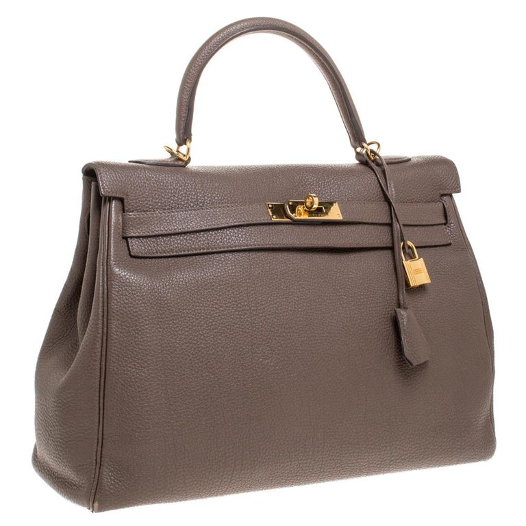 Hermes Chocolat Togo Leather Gold Hardware Kelly Retourne 35 Bag In Good Condition In Dubai, Al Qouz 2