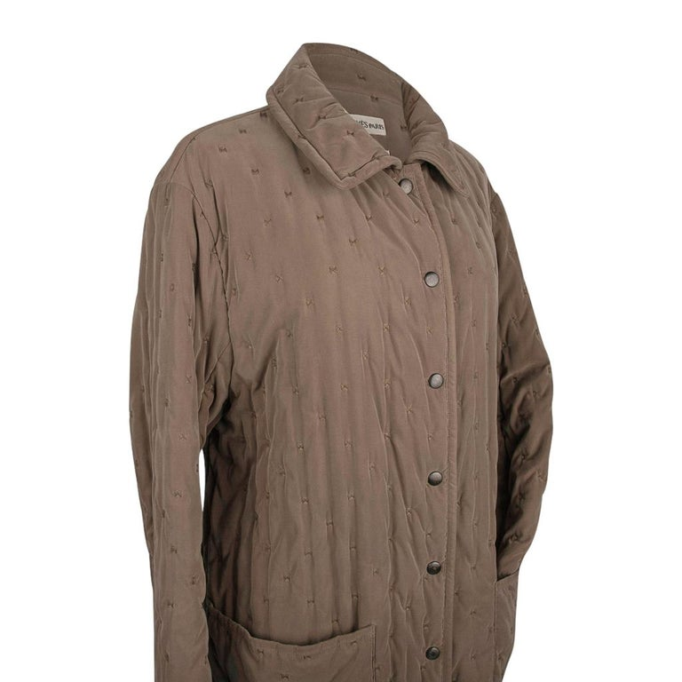 Guaranteed authentic Hermes Paddock jacket taupe that is so neutral and fabulous on any skin tone. Single breast with 6 signature HERMES snaps in a darkened ruthenium colour. 2 Large pockets with a small slot pocket inside. Simplicity at its