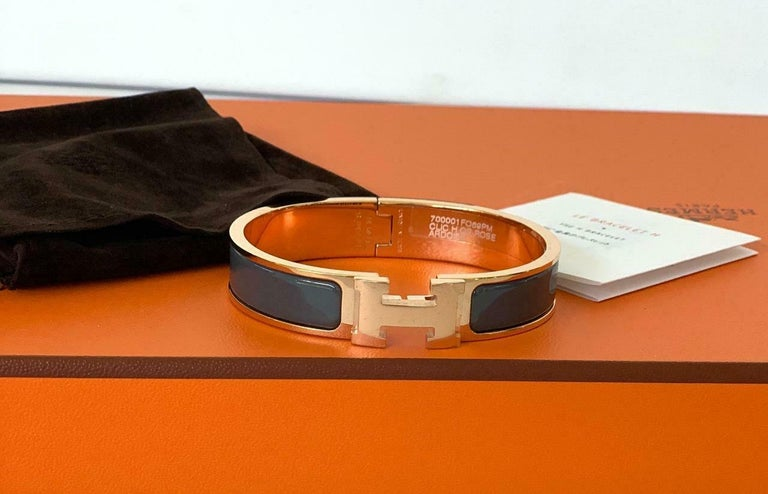 Hermes Clic  H bracelet in Rose Gold Plated  Color: Ardoise A medium Grey Circumference: 7