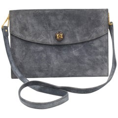 Hermès clutch in grey suede leather, with removable shoulder strap.