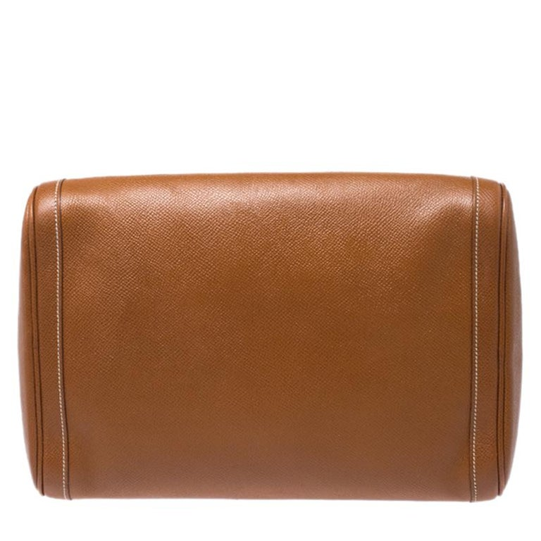 Organising your luggage in the most stylish and elegant fashion with this exquisite toiletry case from the house of Hermes. A mere look at this creation exhibits the brand's attention to detail and their commitment to producing durable designs. It