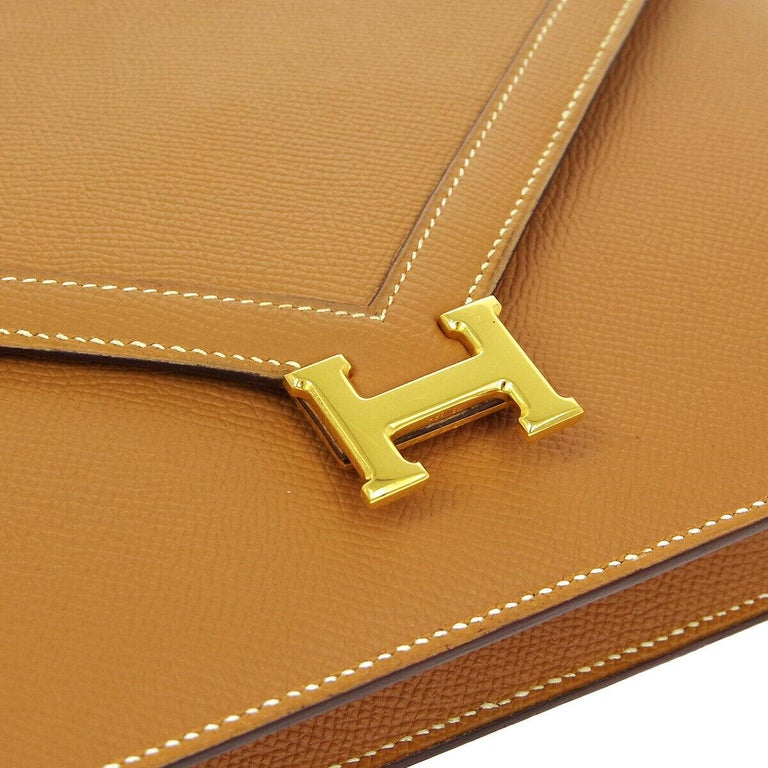 Leather Gold tone hardware Leather lining Snap closure Date code present Made in France Shoulder strap drop 15