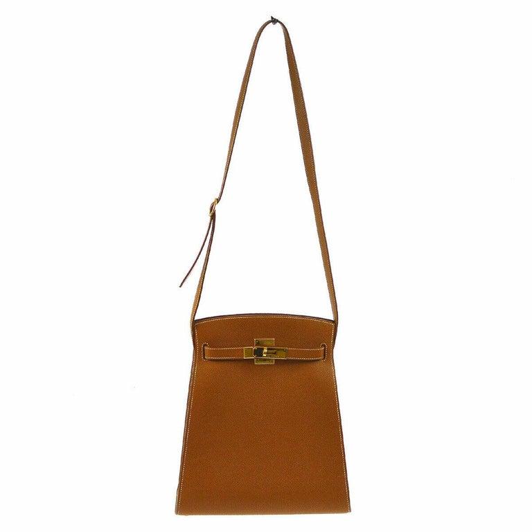 Leather Gold tone hardware Leather lining  Date code present Made in France Adjustable shoulder strap drop 15.5-16.5