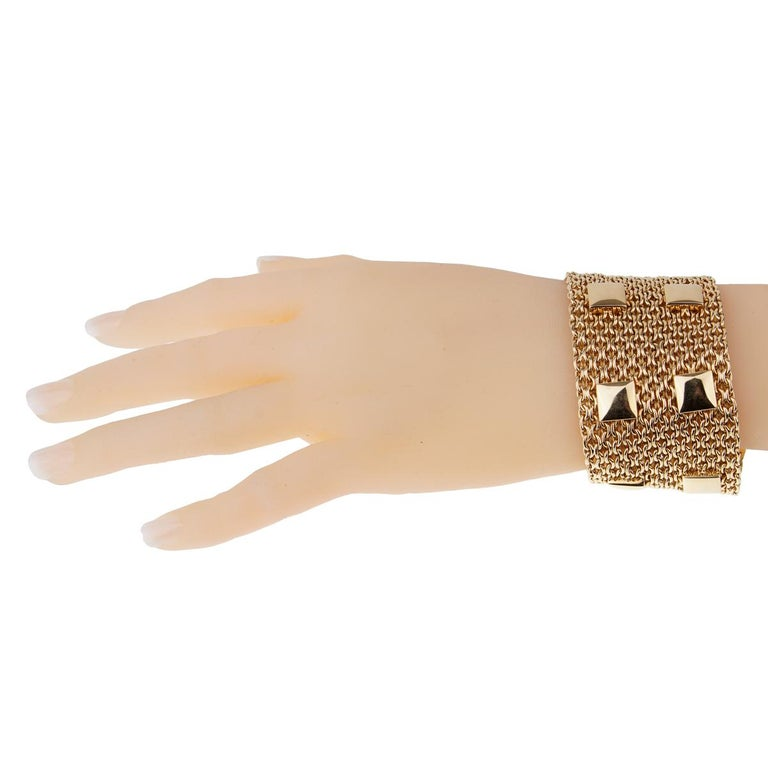 The Collier De Chein mesh gold bracelet by Hermes Paris is the epitome of style. Featuring an elegant woven pattern (1.65
