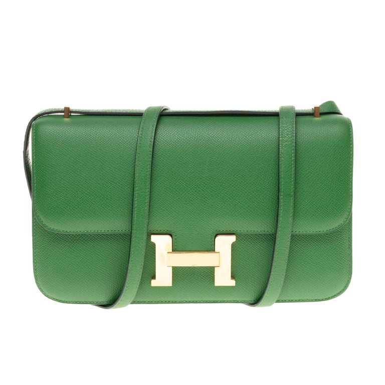 Charming Hermes Constance Elan Handbag in green bengale (very rare color) epsom leather, gold metal trim, a transformable handle in green leather allowing a hand stand or shoulder or shoulder strap (the hardware is still sealed)  Closure marked on