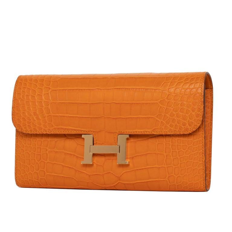 Women's or Men's Hermès Constance Long Wallet Abricot Matte Alligator Gold Hardware For Sale