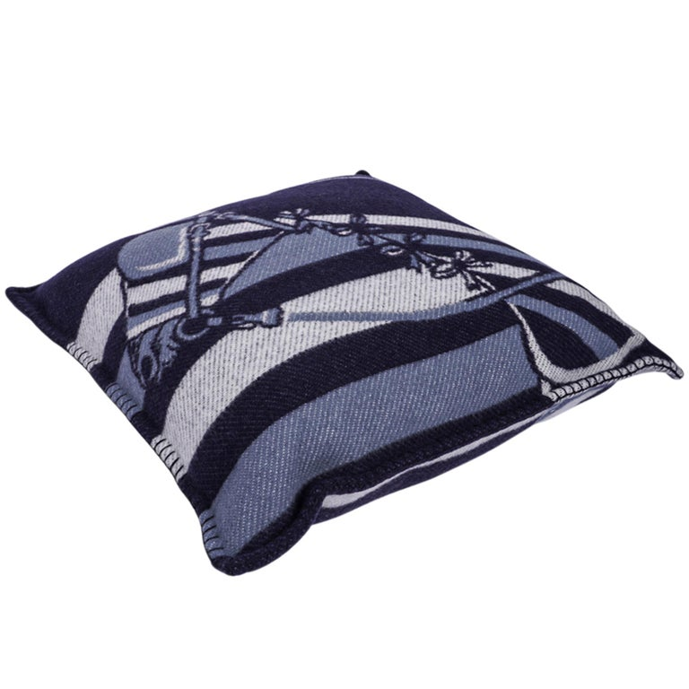 Hermes Couvertures Nouvelles Pillow Marine Limited Edition Throw Cushion New For Sale 2