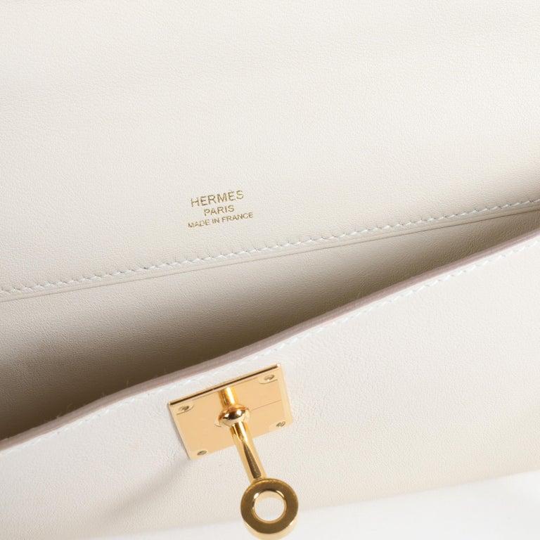 Hermès Craie Swift Leather Kelly Cut GHW For Sale 3