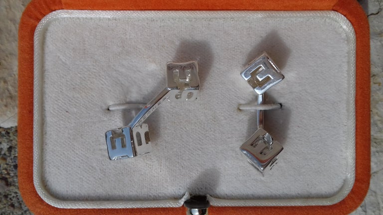 Hermès Cube Cufflinks Men and Women With Hermes Logo Letters in Silver In Excellent Condition For Sale In ., FR