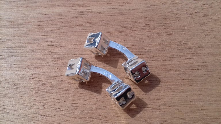 Hermès Cube Cufflinks Men and Women With Hermes Logo Letters in Silver For Sale 1