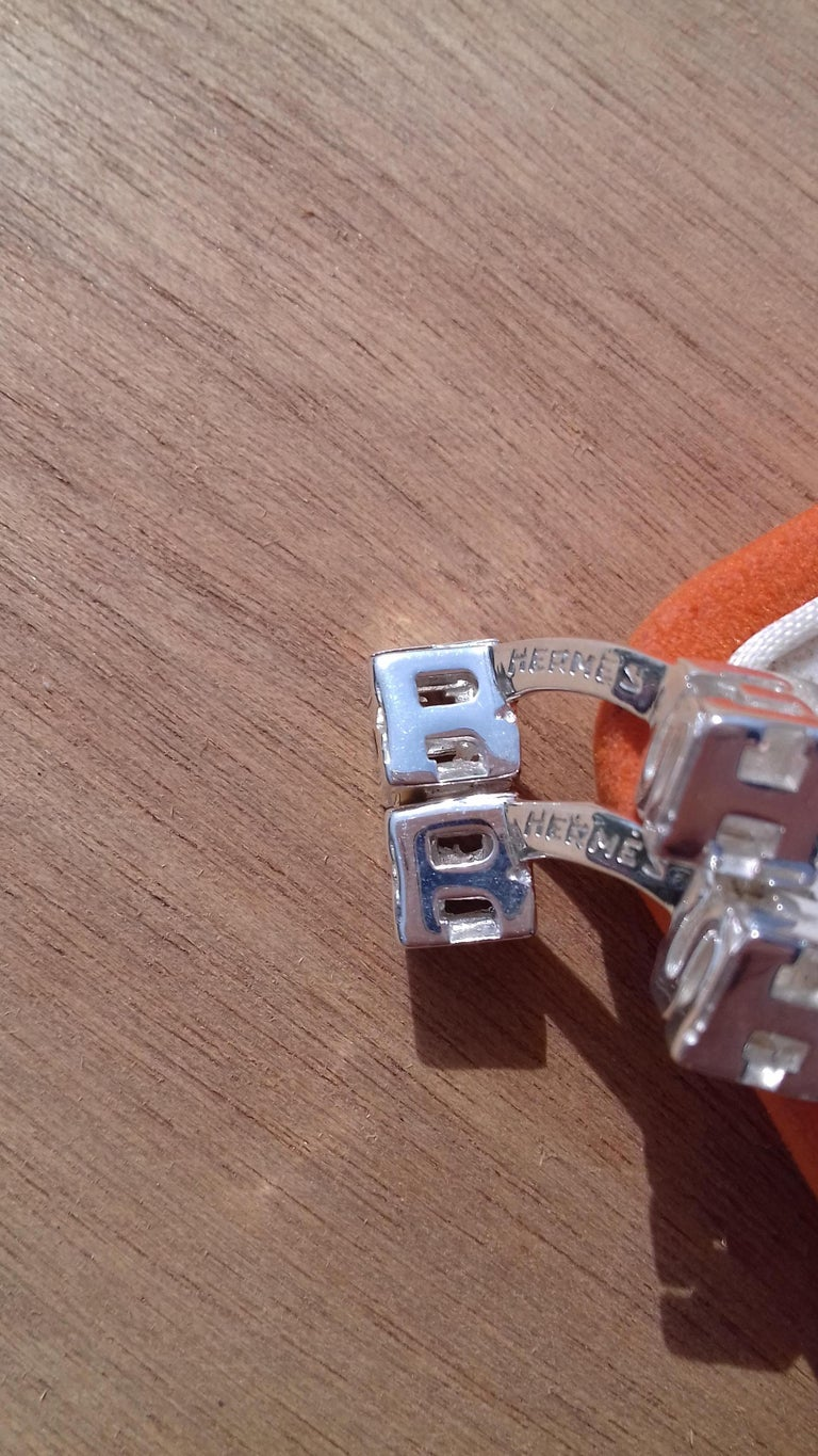 Hermès Cube Cufflinks Men and Women With Hermes Logo Letters in Silver For Sale 4