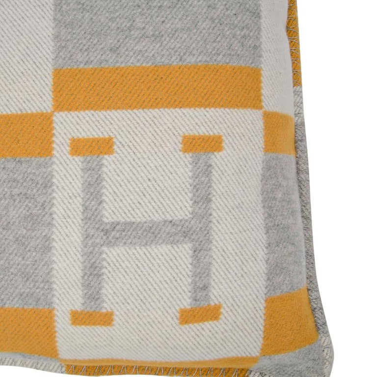 Hermes Cushion Avalon Bayadere PM Throw Pillow Jaune / Gris Claire In New Condition For Sale In Miami, FL