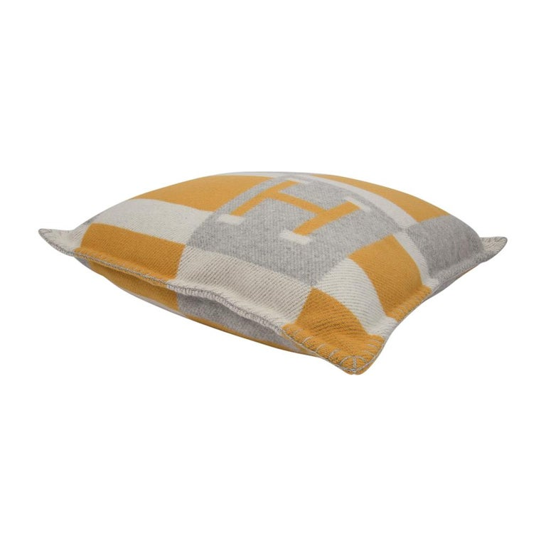 Women's or Men's Hermes Cushion Avalon Bayadere PM Throw Pillow Jaune / Gris Claire For Sale