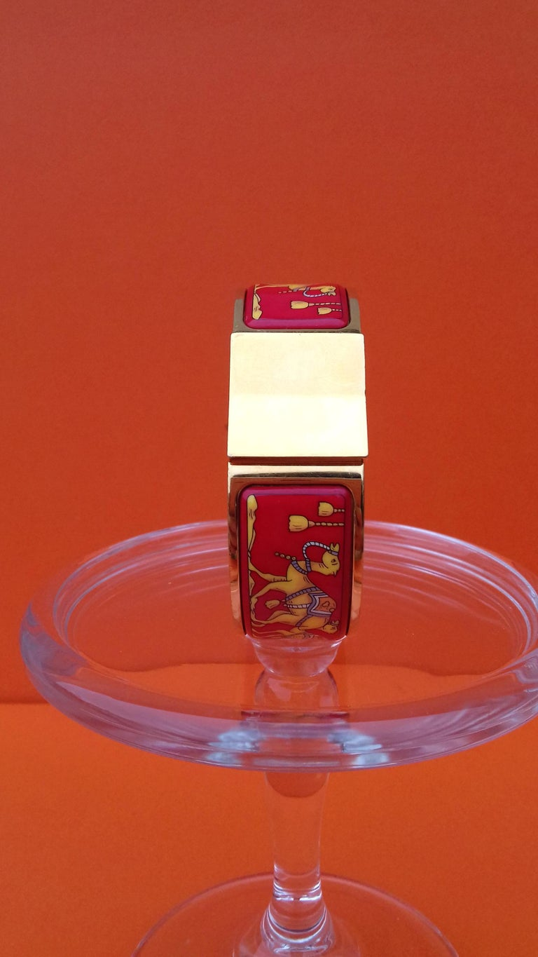 Hermès Enamel Bracelet Clic Clac Version Camels and Palm Trees Ghw PM In Good Condition For Sale In ., FR