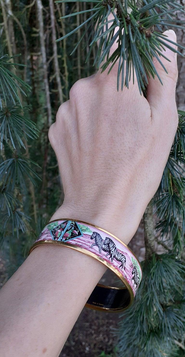 Hermès Enamel Bracelet Zebras Toucans Tropiques Pink Ghw Large Width Size 65 For Sale 6