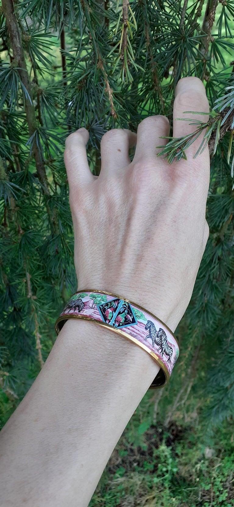Hermès Enamel Bracelet Zebras Toucans Tropiques Pink Ghw Large Width Size 65 For Sale 7
