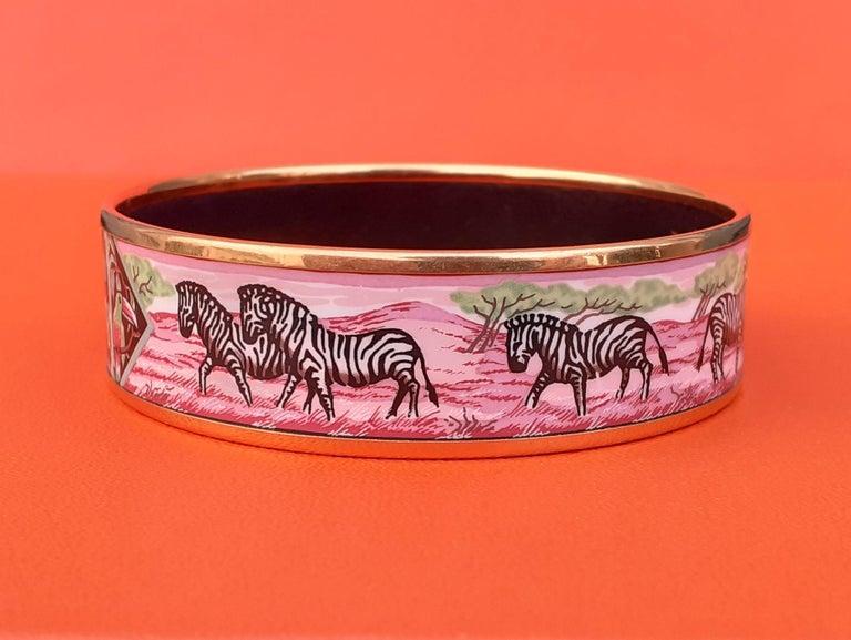 Hermès Enamel Bracelet Zebras Toucans Tropiques Pink Ghw Large Width Size 65 For Sale 2