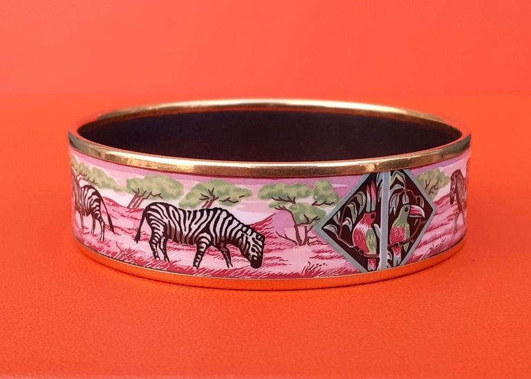 Hermès Enamel Bracelet Zebras Toucans Tropiques Pink Ghw Large Width Size 65 For Sale 4