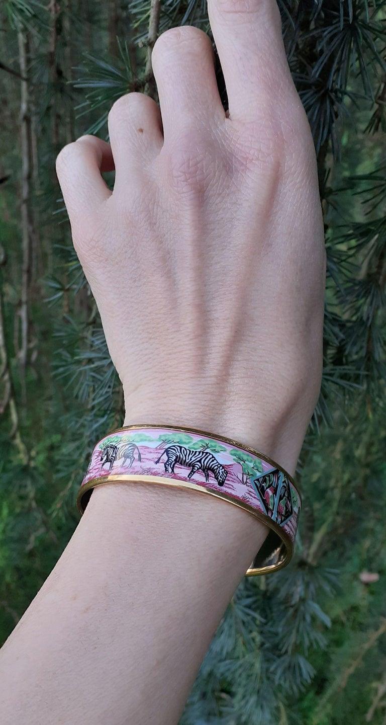 Hermès Enamel Bracelet Zebras Toucans Tropiques Pink Ghw Large Width Size 65 For Sale 5