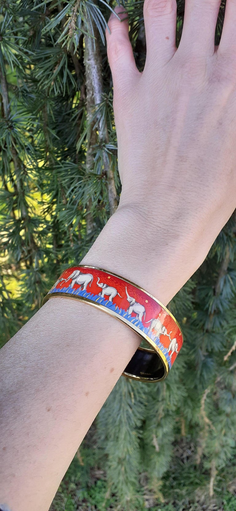 Hermès Enamel Printed Bracelet Elephants Grazing Red Ghw Large Size GM 70 For Sale 6