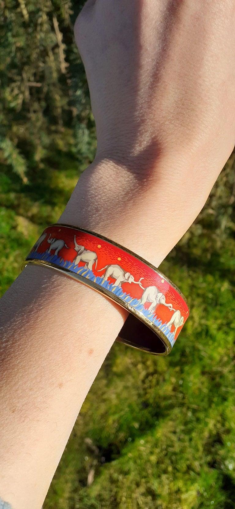 Hermès Enamel Printed Bracelet Elephants Grazing Red Ghw Large Size GM 70 For Sale 7