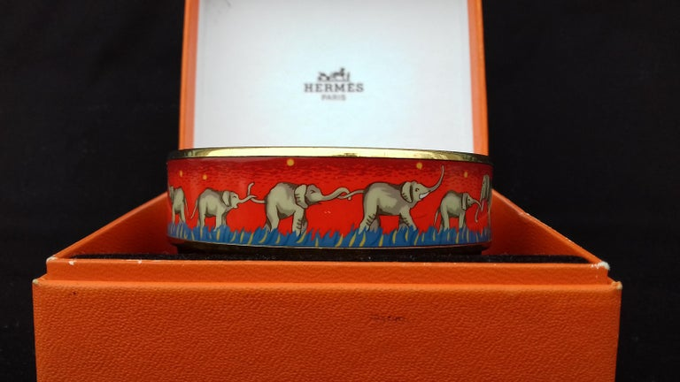 Hermès Enamel Printed Bracelet Elephants Grazing Red Ghw Size GM RARE For Sale 2