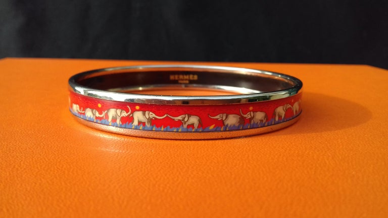 Hermès Enamel Printed Bracelet Elephants Grazing Red Phw Narrow Size 70 In Good Condition For Sale In ., FR