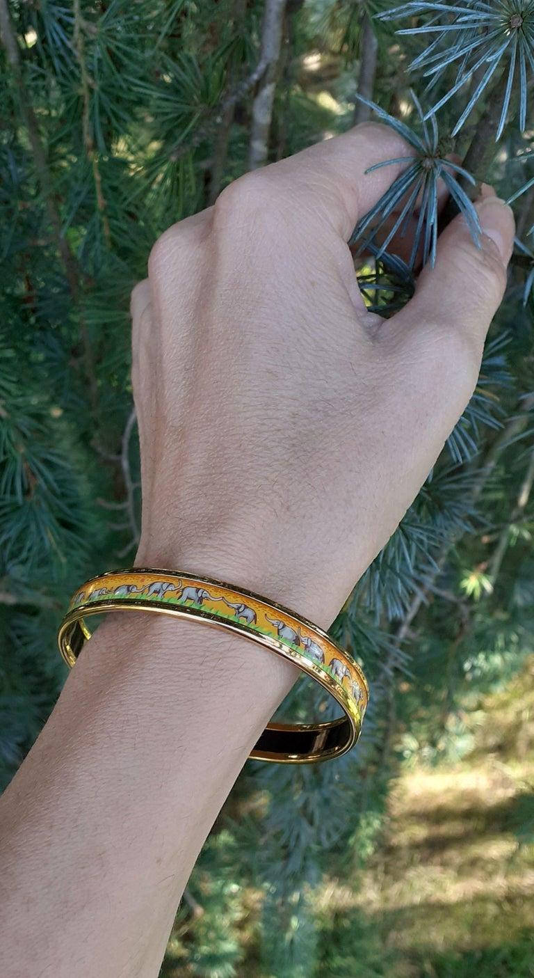 Hermès Enamel Printed Bracelet Elephants Grazing Yellow Ghw Narrow Size 65 For Sale 6