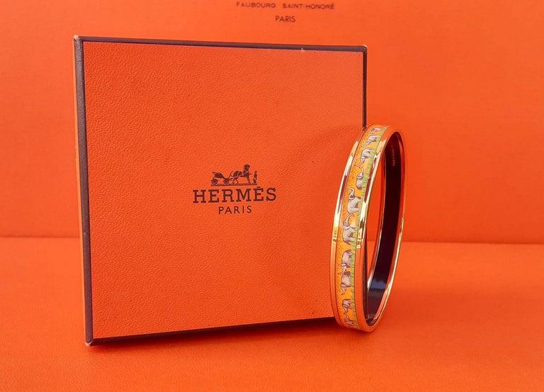 Hermès Enamel Printed Bracelet Elephants Grazing Yellow Ghw Narrow Size 65 For Sale 7