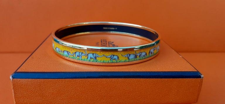 Hermès Enamel Printed Bracelet Elephants Grazing Yellow Ghw Narrow Size 65 In Good Condition For Sale In ., FR
