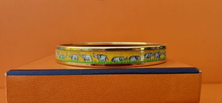 Women's Hermès Enamel Printed Bracelet Elephants Grazing Yellow Ghw Narrow Size 65 For Sale